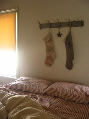 Stockingsoverbed_L